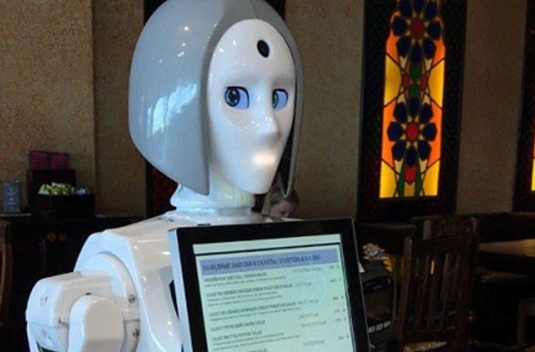 В аэропорту Домодедово появился робот-официант
