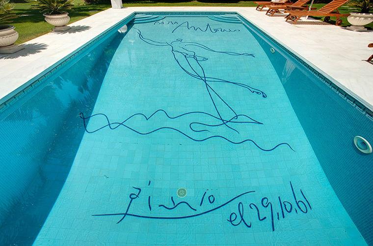 Рисунок Пикассо на дне бассейна продается вместе с виллой