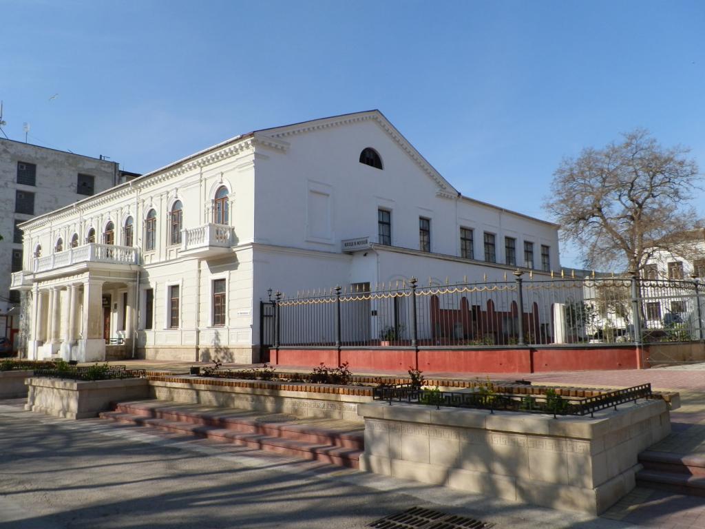 Феодосийский музей древностей презентует выставку морских пейзажей крымских художников