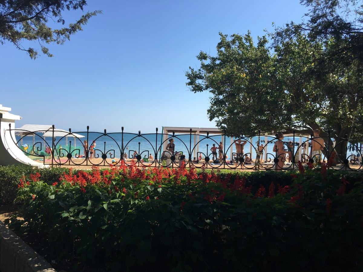 Евпаторийские пляжи готовы к сезону на 95%