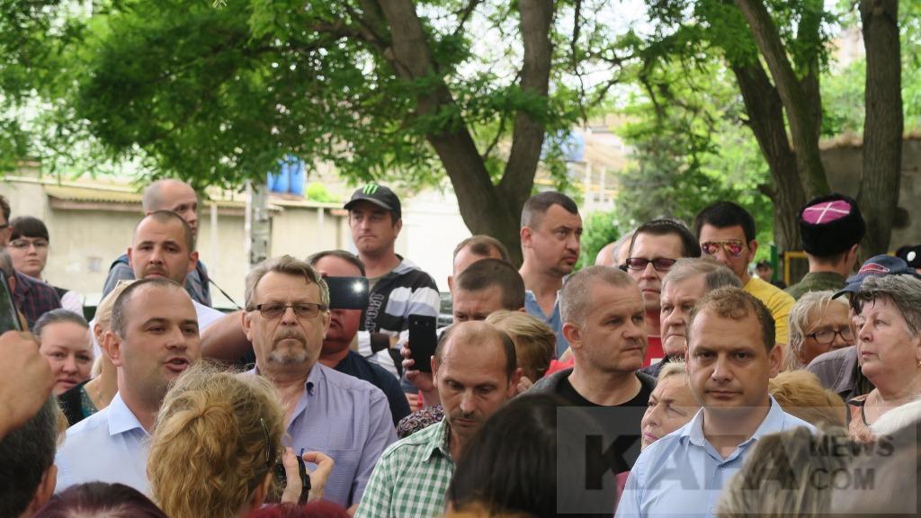 Феодосийцы требуют не застраивать сквер. Власти поддержали общественность