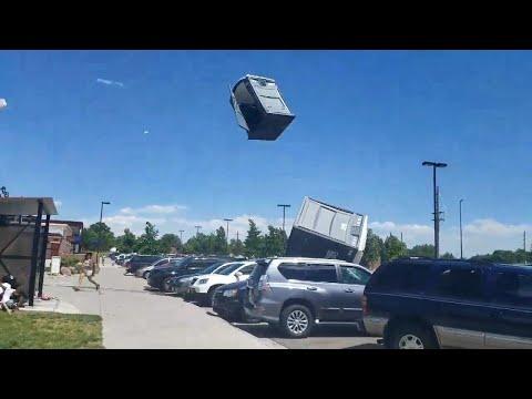 Сильный ветер унес туалетные кабинки в Колорадо