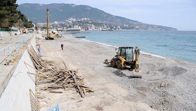 Реконструкцию Приморского пляжа в Ялте остановили до октября