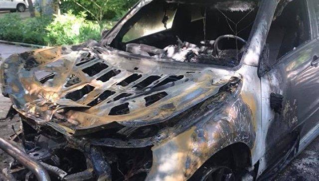 Автопожары в Симферополе: внедорожник сгорел дотла, два авто пострадали
