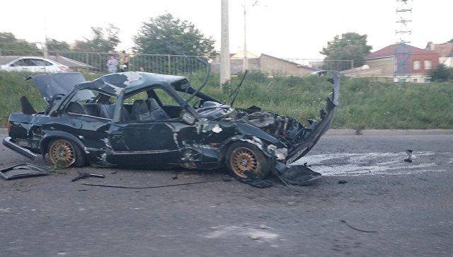 В Симферополе несколько раз перевернулось BMW, водитель выжил - очевидцы