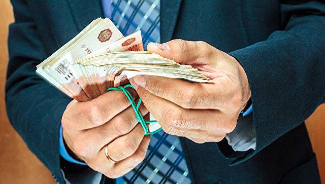 В Крыму двух экс-сотрудников ГИБДД будут судить за взятку в 100 тысяч