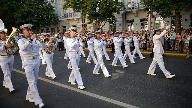 Битва силачей, фестиваль оркестров и салют: Севастополь празднует День России