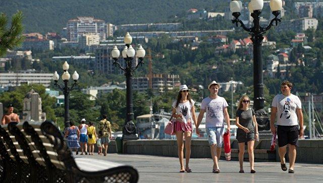 Украинские туристы массово едут на отдых в Крым - Черняк