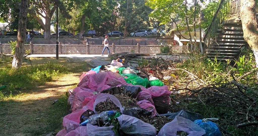 Власти Крыма не довольны ситуацией с уборкой мусора в Симферополе