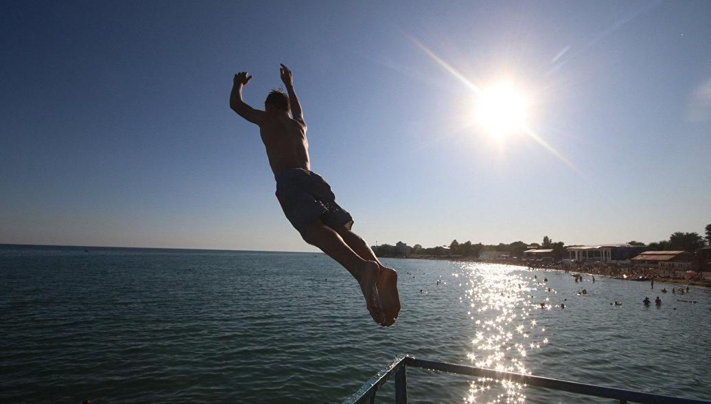В Крыму мужчина нырнул в море на популярном пляже и исчез