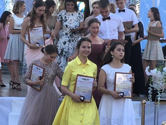В Севастополе 202 выпускника окончили школу с медалью
