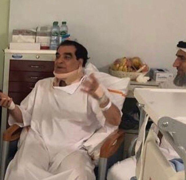 Правитель Дубая посетил травмированного водителя в больнице.