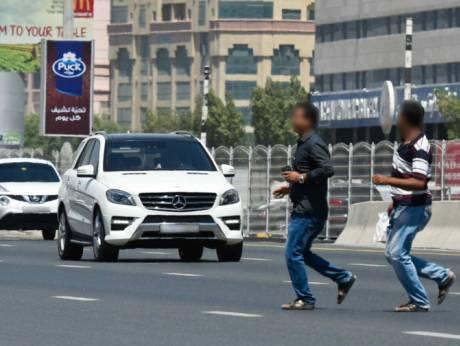 В Шардже оштрафовано 12 871 человек за пересечение дороги в неположенном месте.