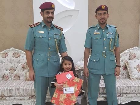 Девочка получила праздничный подарок, позвонив в полицейский участок.