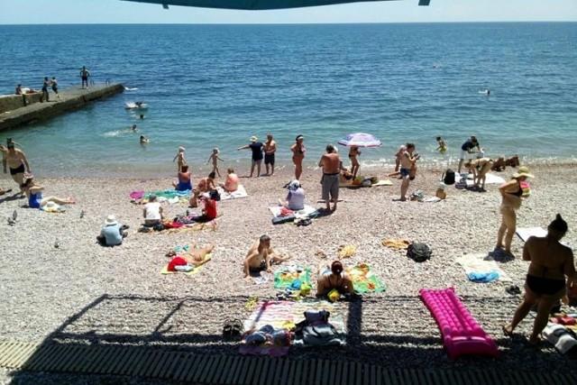 Нефтепродукты продолжают загрязнять пляжи Гурзуфа