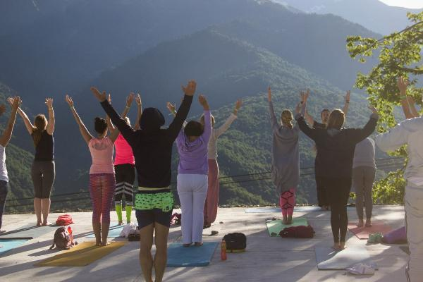 Йога-фестиваль «Счастье» пройдет летом на курорте «Роза Хутор» в Сочи