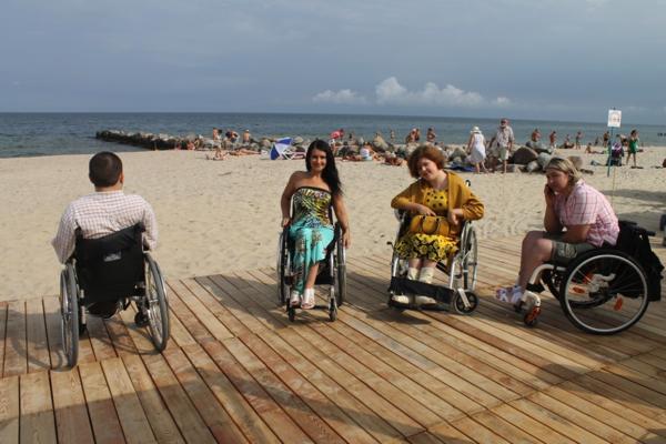 В приморских городах Калининградской области открылись пять пляжей для инвалидов