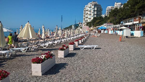 Ялта встретила курортный сезон «Синими флагами» для пяти пляжей