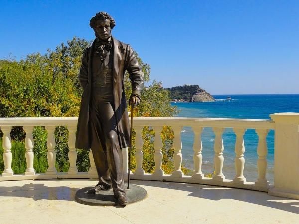 Аксенов предложил организовать литературные экскурсии по Крыму