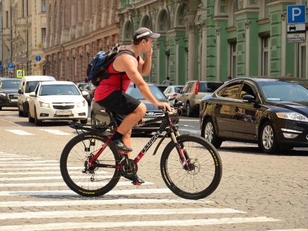 Минтранс хочет создать зоны для велосипедистов на дорогах России