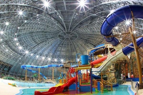 В Тюмени открылся крупнейший в России аквапарк