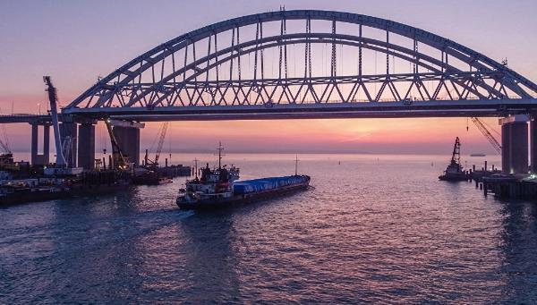 Власти отметили рост популярности Крымского моста среди туристов