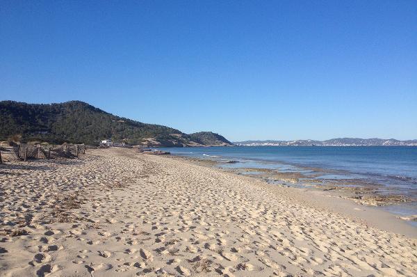 Испанский нудистский пляж попал в список лучших в мире по версии CNN