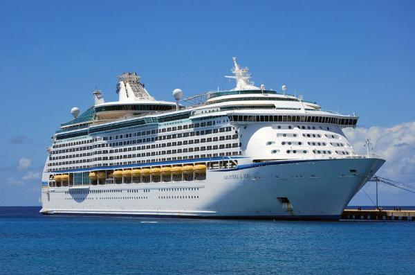 Royal Caribbean Cruises купит почти 67% акций Silversia Cruises за миллиард долларов