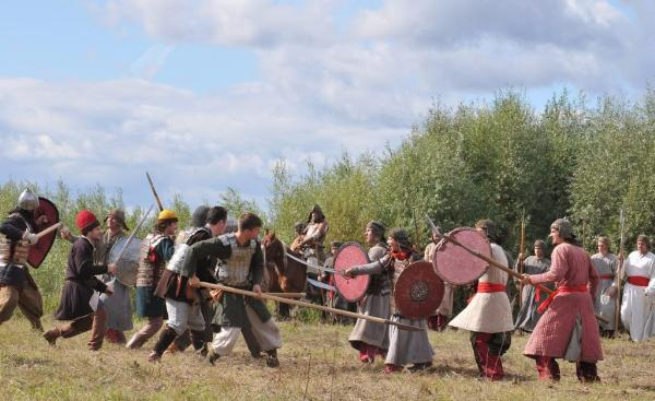 Российские реконструкторы на фестивале под Калугой восстановят бой времен Ивана III
