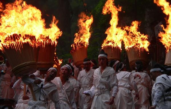 Праздник с огоньком: фестиваль «Нати» в Японии