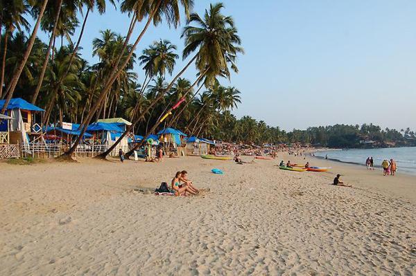 Власти Гоа будут штрафовать за ночные купания и распитие алкоголя на пляжах