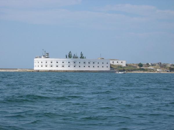 Катера для туристов пустят до Константиновской батареи в Крыму