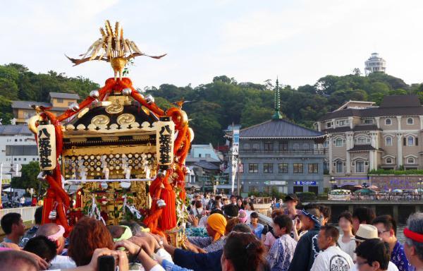 Эносима приглашает на храмовый фестиваль Tennosai