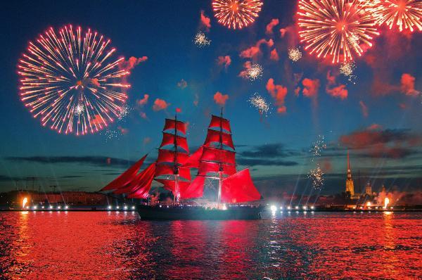В Петербурге прошел праздник выпускников «Алые паруса»