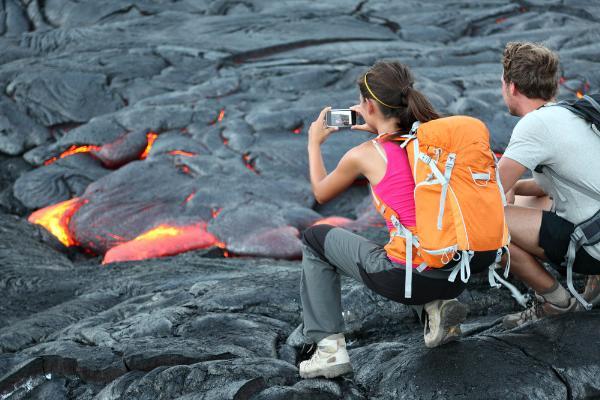 Власти Гавайев ужесточили наказание для туристов за фото с вулканом