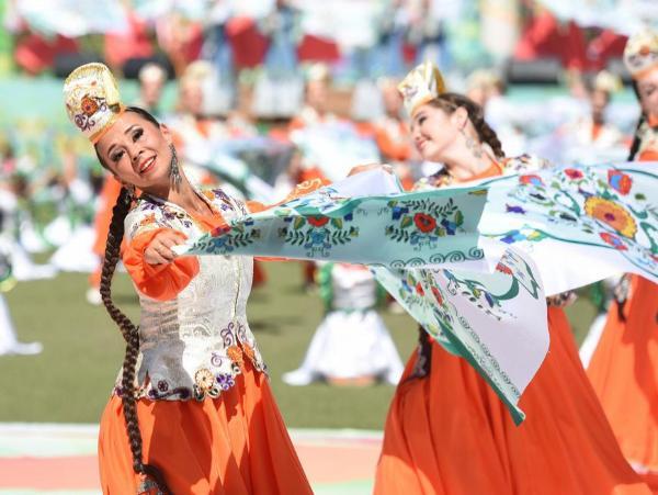 Более 30 тысяч гостей посетили Сабантуй на озере Лебяжье в Казани
