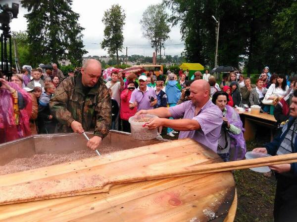 Гости фестиваля каши в Тверской области отведали полбу, выбрали лучшего повара и кашу года