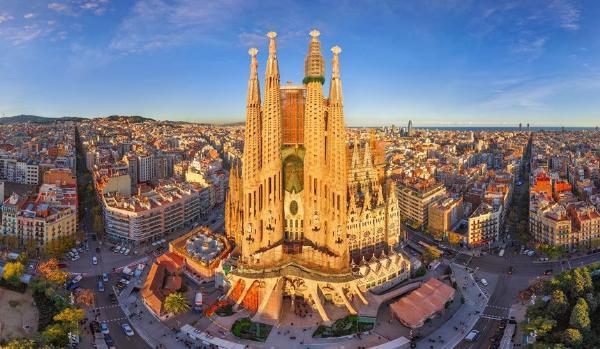 Туроператоры сократят авиаперевозку в Барселону