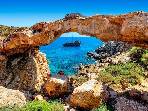 Иностранный турпоток на Кипр в мае вырос, число туристов из России сократилось