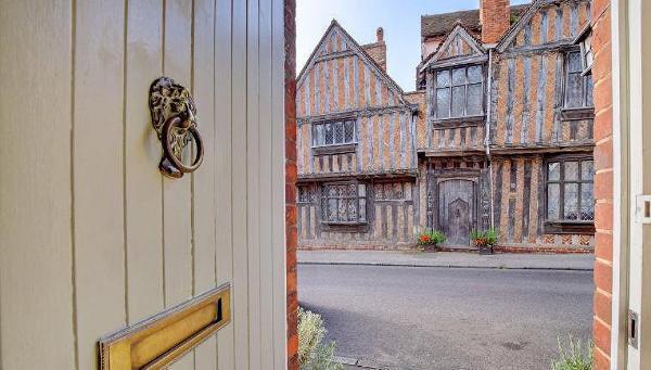 В Англии можно арендовать коттедж напротив дома, где родился Гарри Поттер