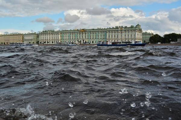 Смольный: Развитие туризма в Петербурге ограничивает высокая сезонность