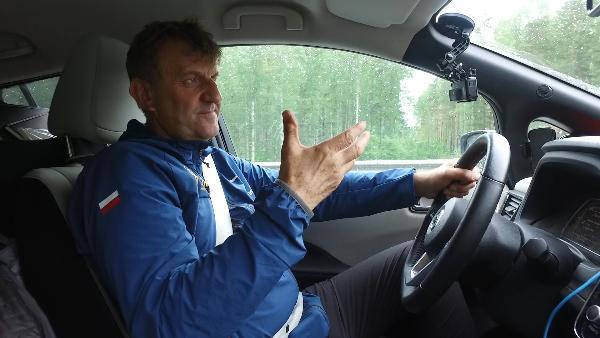 Знаменитый польский путешественник отправился через всю Россию на электромобиле