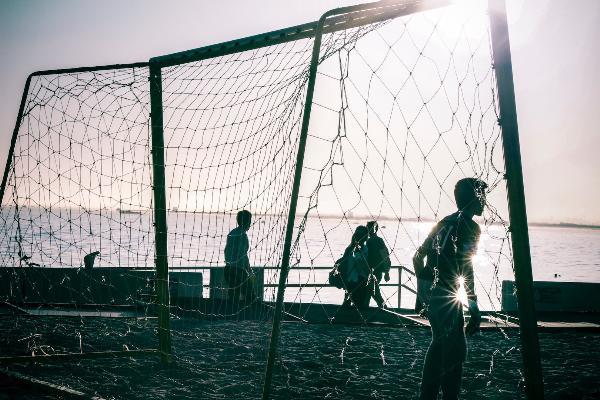 Мальдивский курорт примиряет фанатов и ненавистников футбола