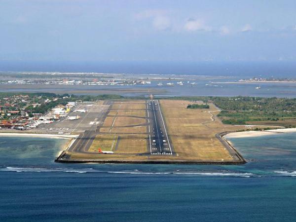 Международный аэропорт на Бали снова открыт