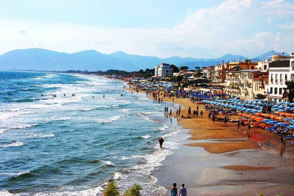 На пляжах Италии покупка подделки приведет к огромному штрафу