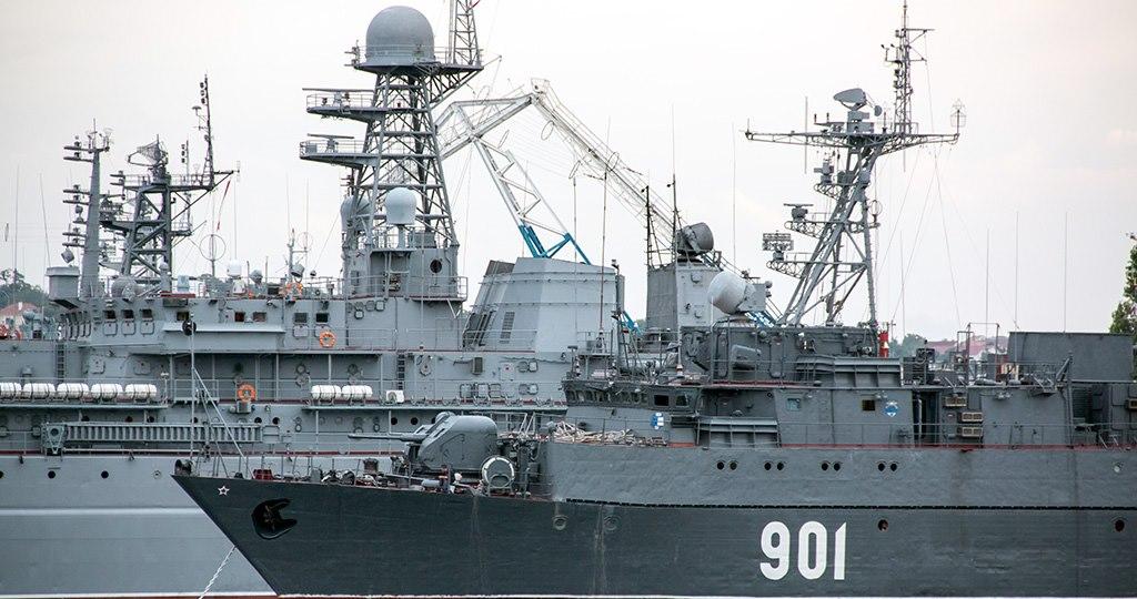 Газовые месторождения Крыма взяли под охрану ракетные корабли