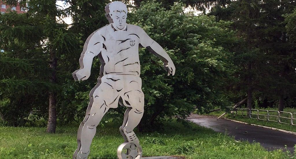 В Ялте пытаются пристроить футбольный мяч, не вошедший в книгу рекордов Гиннеса