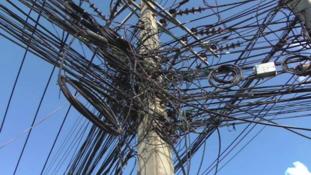 На Волкинг Стрит в Паттайе закопают электропровода
