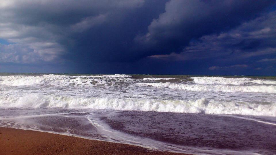 В Крыму объявлено экстренное штормовое предупреждение