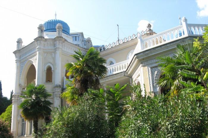 В Ялте разрушается 100-летний дворец Бухарского